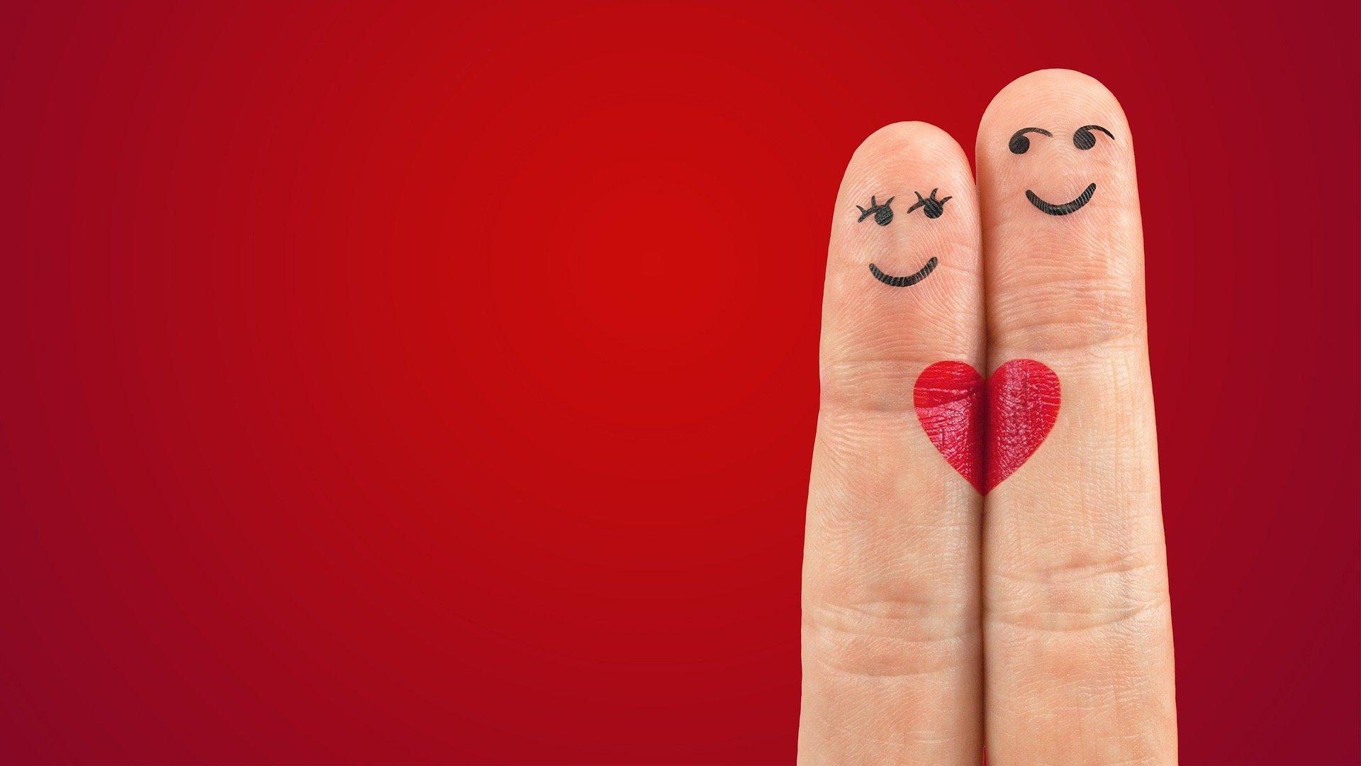 指のハート
